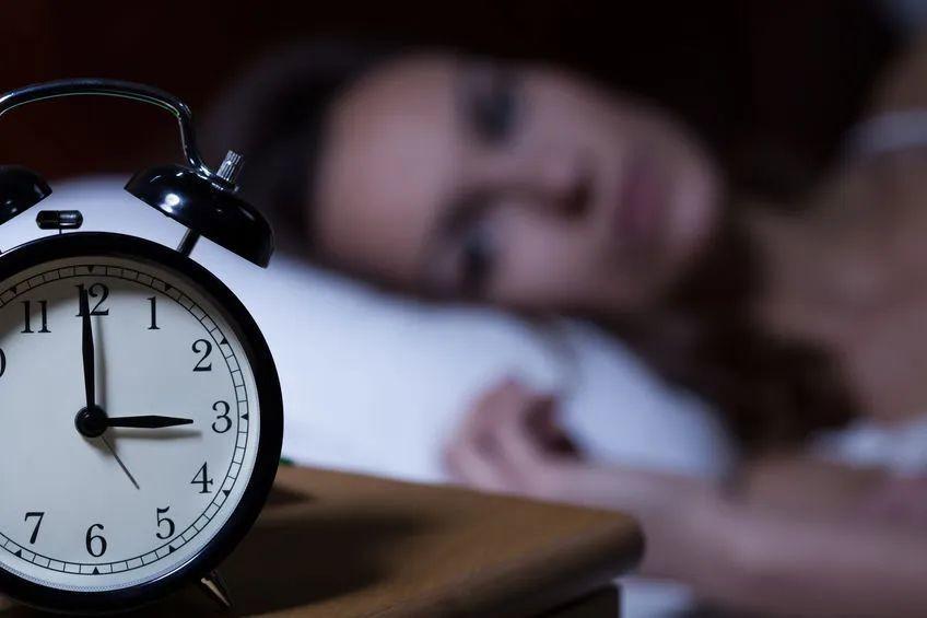 """经常失眠该怎么办?华为穿戴帮你对症下""""药"""""""