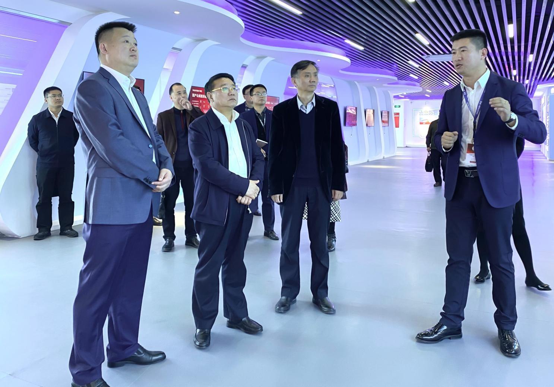 江西省政协副主席、省工商联主席雷元江一行莅临华云数据调研考察 鼓励华云数据推动科技强国建设