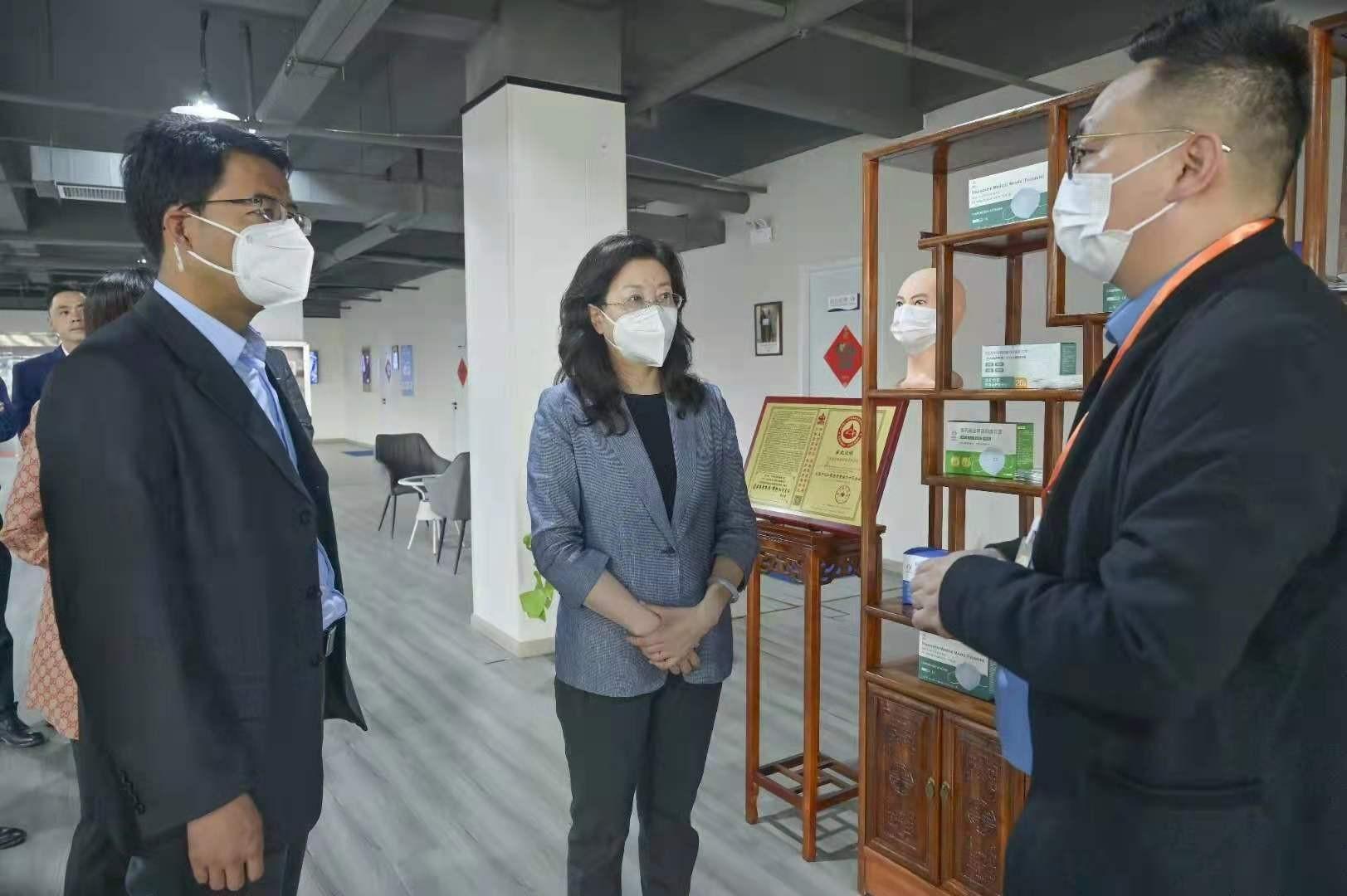 新疆兵团投资集团党委书记、董事长陈一滔一行考察盒子健康