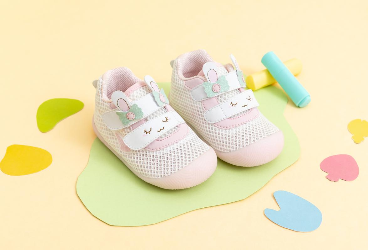宝宝学走路很重要,第一双学步鞋要选好