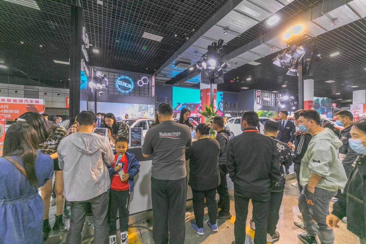 洛阳五一国际车展开幕,长城炮车型引众车友力捧