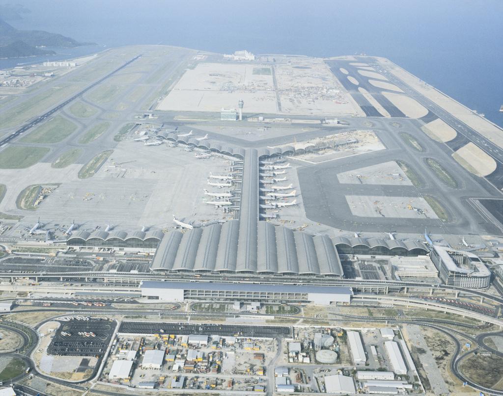 聚焦香港发展:坚持机场城市策略,航空业明年起火速复苏