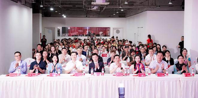 欢聚庆典,共贺成都时尚产业协会成立1周年!
