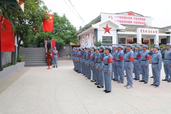 三公司西安站穿上红军装重走红军路