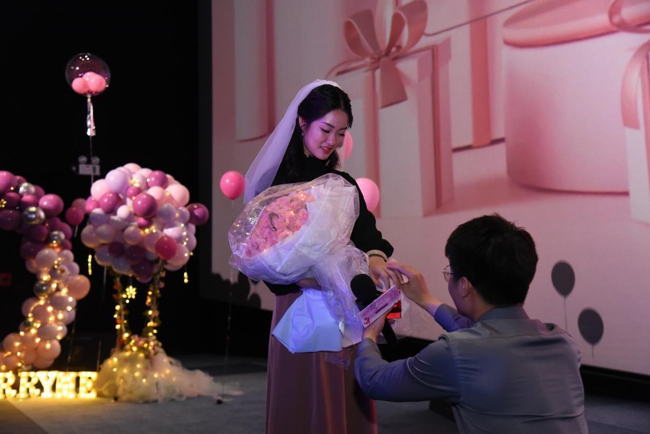 神秘嘉宾助阵求婚告白,欧拉好猫爱妻节甜蜜鹏城-第5张图片-汽车笔记网