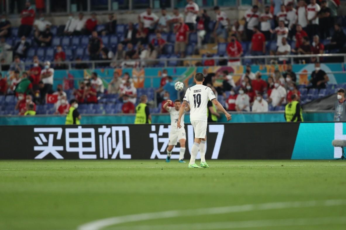 欧洲杯揭幕战意大利3:0土耳其,霸屏球场的U7是什么